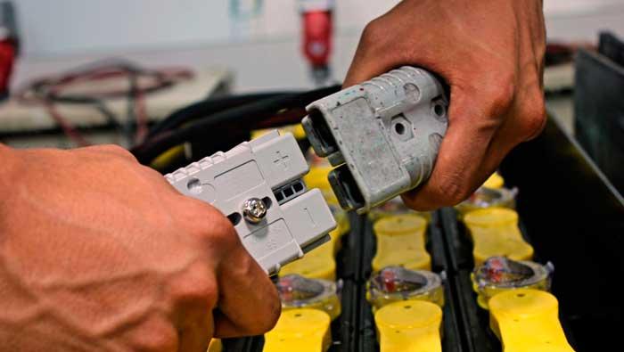 Обслужване на батерии